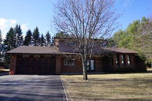 Estate sized 2175 Lar Den Crt $389,900