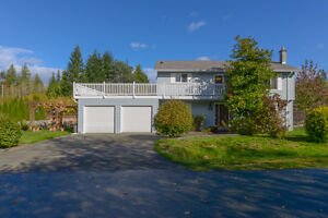BEAUTIFULLY UPDATED Family home on .22 acre Comox / Courtenay / Cumberland Comox Valley Area image 1