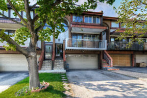 Freehold townhouse in the heart of Mississauga valley!