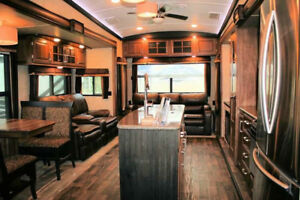 Fifth Wheel Trailer 2015 Keystone Montana 3721RL - Solar Powered