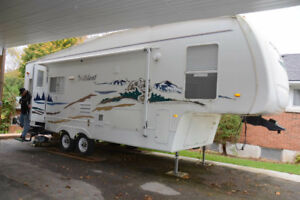 5th Wheel Wildcat RV Double Axle 30 feet Good Condition