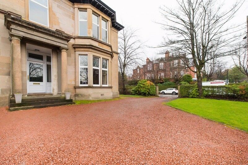 3 bedroom flat in Great Western Road, Anniesland,