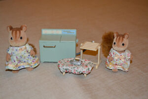 Calico Critter Mother & Daughter Squirrel & Laundry Set