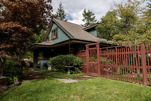 Gorgeous Custom Home on Cates Hill - Bowen Island - 610 Eowyn
