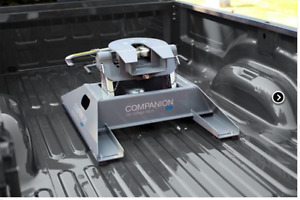 B&W Companion 5th Wheel Hitch in BRAND NEW CONDITION, USED 2 TIM