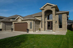 ~SOUTH WINDSOR ALL BRICK AND STONE HOME~CURB APPEAL STUNNER!~