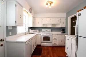 LOCATION LOCATION Immaculate 3 bedroom in Sunshine Gardens