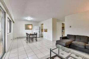 Nice Townhouse Apartment in Prime Location Holdom Skytrain