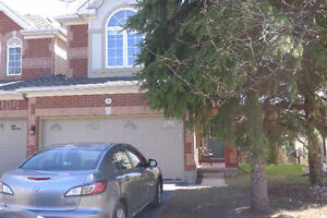 End-unit townhouse in Kanata Lakes for rent