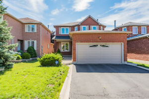 Mississauga Heart * walking to Go*4 bed, 4 parking