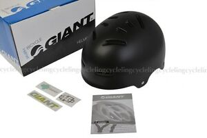 Brand new Giant Vault bike helmet