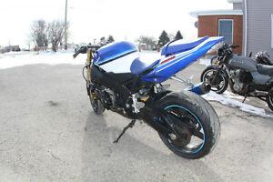 2005 Suzuki GSX-R 600 Parts Bike London Ontario image 7