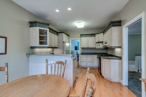 Luxury Condo In Oakridge! London Ontario image 2