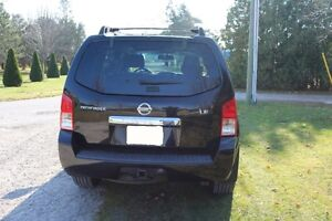 NISSAN Pathfinder LE 4X4 2008 fully loaded. Excellent condition London Ontario image 3