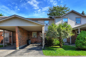 White Oaks townhouse for rent! Great location