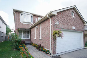 Beautiful 3 Bedroom  Detached House in Richmond Hill