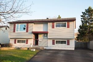 ***134 INGLEWOOD CRESCENT *** NEW LISTING!!!!***