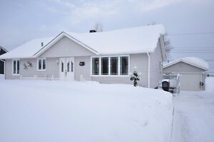 NEW LISTING!! 805 Cook Cr