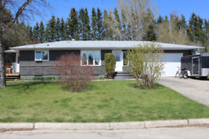 Renovated 4 Bdrm Bungalow on Quiet Bay in Roblin, MB!