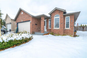 Gorgeous 3 Bed, Main Floor Unit for Lease | Desirable Location!