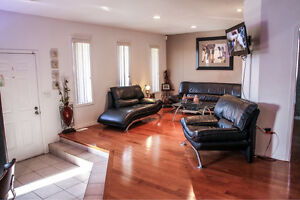 JUST LISTED- 2284 LONGFELLOW! 16 YR OLD RANCH IN GREAT LOCATION Windsor Region Ontario image 2