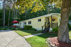 Take a look at this beautiful mobile home located  in Midland!