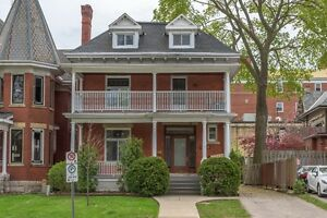 MODERN DOWNTOWN STUDENT HOUSING – 4 and 5 BR - $495 per BR London Ontario image 3