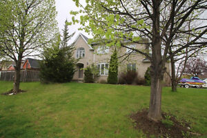 Newmarket 4bedroom,double garage, Yonge& Mulock