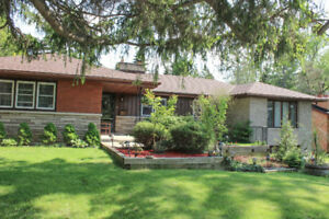 ANCASTER : BEAUTIFUL FAMILY HOME FOR SALE:  $789,900.00