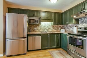 NEW LISTING! FREEHOLD TOWNHOME IN LAURENTIAN HILL/COUNTRY HILL Kitchener / Waterloo Kitchener Area image 6