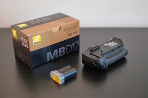 Nikon MB D12 Battery Grip + Nikon Battery