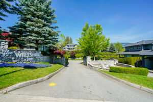 Westwood Plateau - Prestigious 3 Level Townhome 4BR / 3013ft2