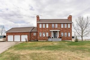 Stunning Acreage FOR SALE **Great Price**Book a showing today!!!