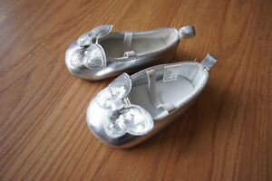 Baby shoes (2 pairs)