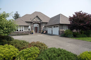Executive Crown Isle Home on the Golf Course