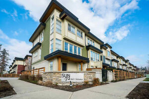 SUN@72!!! 3 BED, 3 BATH + DEN TOWNHOME IN CLOVERDALE