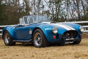 427 Shelby Cobra 1:18 die cast in show case  p/u only Smithville