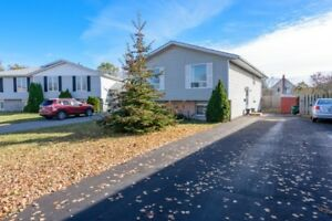Spectacular 4 bed 1 bath Bungalow - OPEN HOUSE NOV 18th 12 -1pm