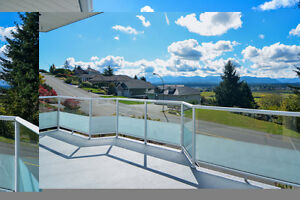 Beautiful Valley View home overlooking the mountains!