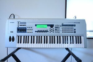 A Vendre clavier Yamaha MO6 + support clavier