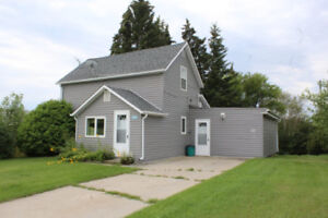 1 1/2 Storey Home for Sale in Roblin, MB!