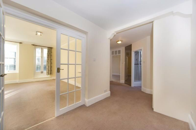 Two bedroom flat available now in Abbey Road. NW8. Communal gardens. Next to St. Johns Wood station.