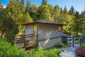 Beautifully crafted island getaway on Cates Hill North Shore Greater Vancouver Area image 8