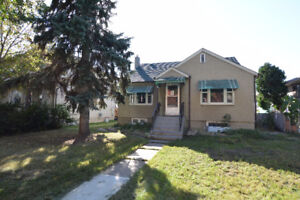 PET FRIENDLY 3BED MAIN FLOOR Home by Nait and Grant Mac Downtown