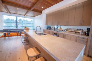 3br - 1900ft2 - Stunning penthouse in Tofino - Furnished