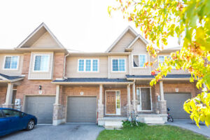 BEAUTIFUL 3 BDRMS & 2 BATHS Townhome in Lackner Woods