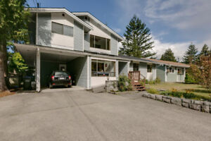 Unique Home In Valleycliffe - Squamish