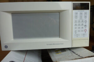 GE Microwave Oven Model JES733WYC