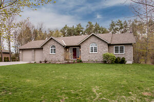 Charming Bungalow in the Country - 29 Claudette Dr. Perkinsfield