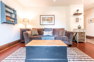 2 Bedroom Elegant Townhome with a modern touch!